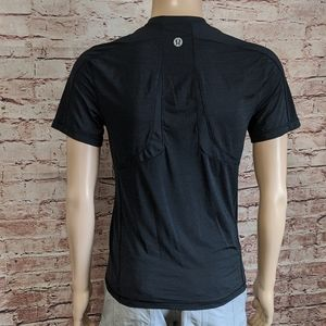 LULULEMON ATHLETICA T-SHIRT
